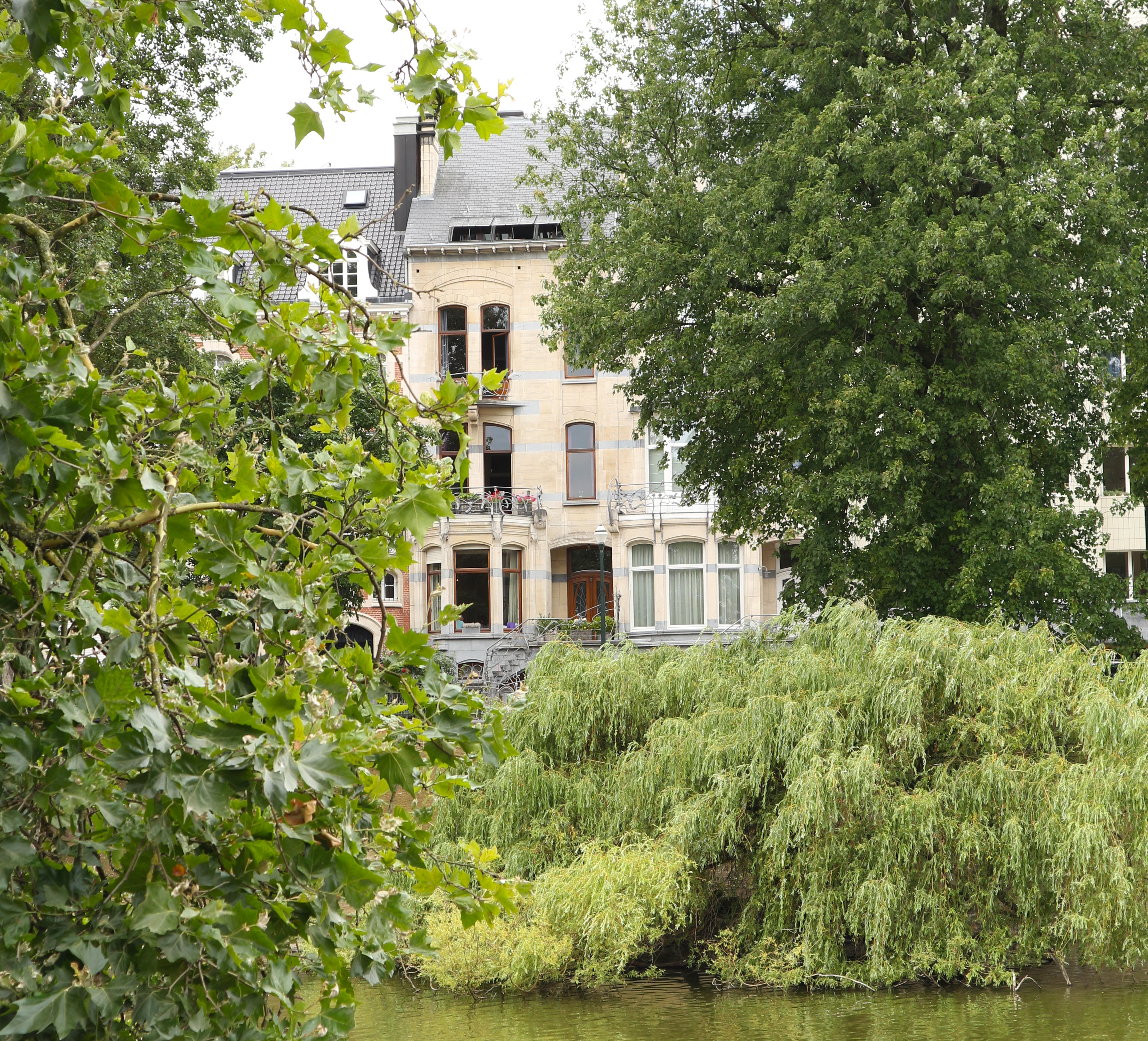 The Ixelles Ponds, from town house to apartment building